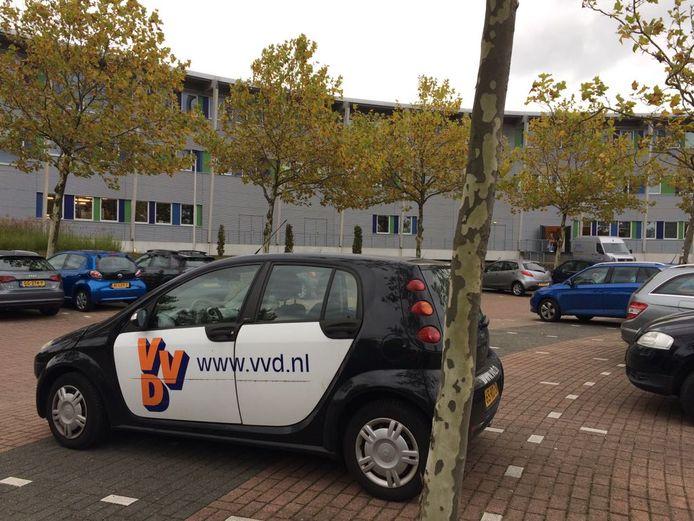 VVD-auto aanwezig op het Trivium.