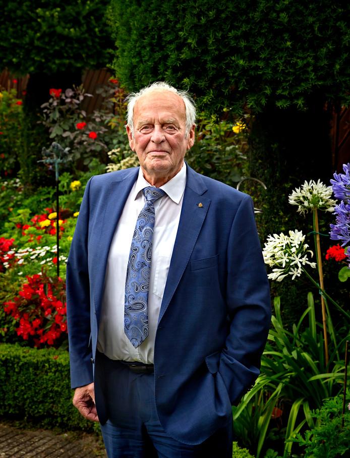 Johan Verschuuren is nog dagelijks met het weer bezig. Hij houdt er zelfs een dagboek over bij.