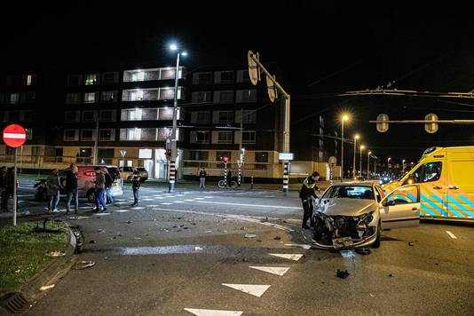 De situatie op de kruising Laan van Presikhaaf met de IJssellaan na het ongeluk in Arnhem.