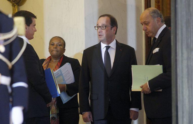 De Franse president Hollande (in het midden). Beeld getty