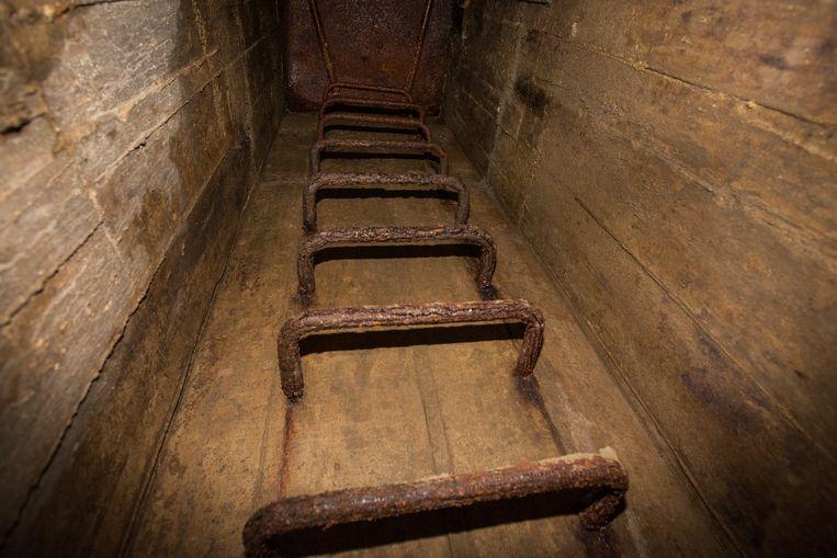 Ladder van de schuilkelder.
