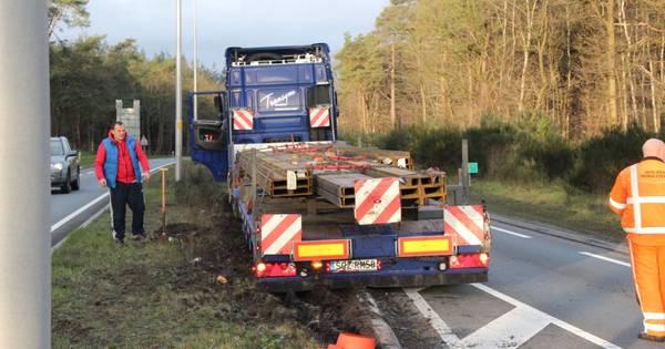 Ongeluk met vrachtwagen op N35 richting Raalte: tunnel dicht bij Nijverdal.