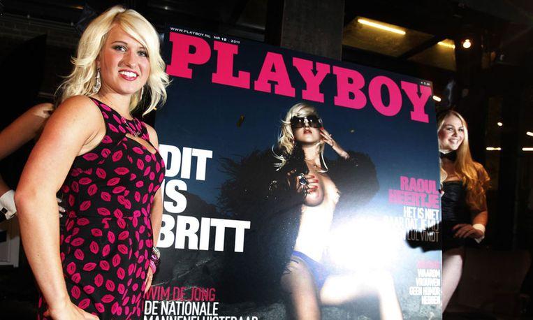 Britt Dekker presenteert de Playboy waar zij in staat, eind 2011. Beeld anp