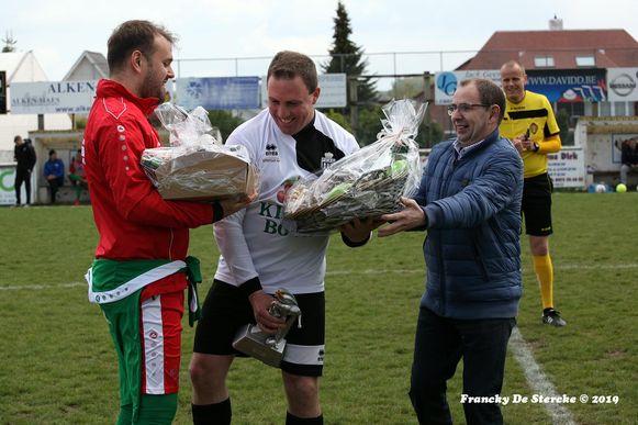 Voetbalclub Avenir Lembeek zette het voorbije weekend speler Jens Desmet (31) in de bloemetjes.