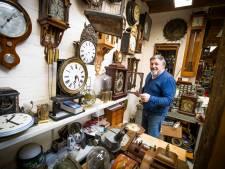 Klokkenmaker Gé Arnoldussen uit Soest al een halve eeuw bij de tijd