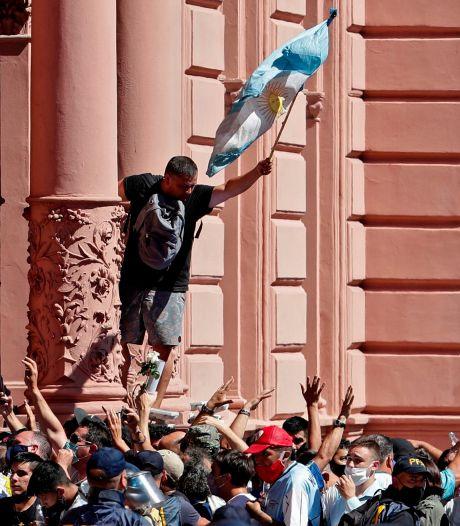 Nog één keer huilt, klapt en zingt Argentinië voor Maradona