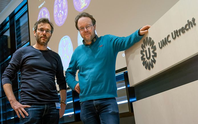 Onderzoekers Alessandro Sbrizzi en Nico van den Berg van het UMC Utrecht.