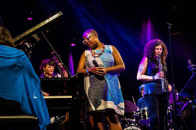 Amerikaanse jazz-zangeres Cecile McLorin Salvant treedt op tijdens het North Sea Jazz festival in Rotterdam (2017).  Beeld Paul Bergen / Getty Images