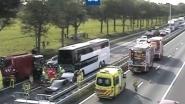 """Ongeval met Belgische bus met 70 kinderen op Nederlandse snelweg: """"Verwondingen vallen mee"""""""