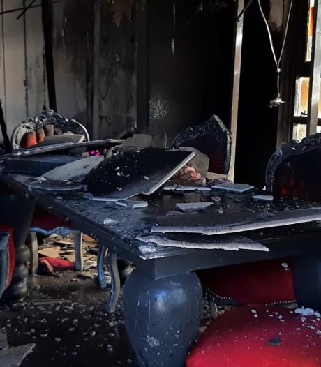 Tientallen stellen tussen hoop en vrees na grote brand in bruidszaak