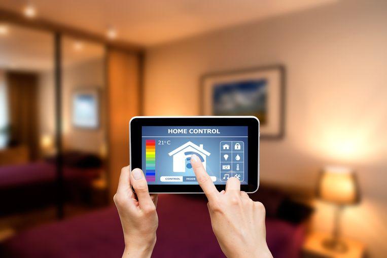 Je tablet kan dienst doen als afstandsbediening: altijd bij de hand, en extra makkelijk te gebruiken dankzij het grote scherm.