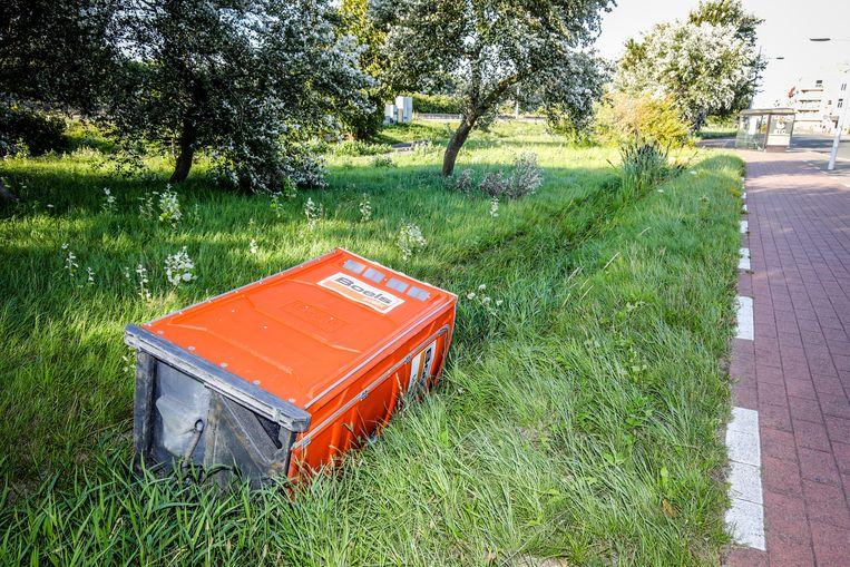 In Bredene waaide een mobiel toilet de gracht in.