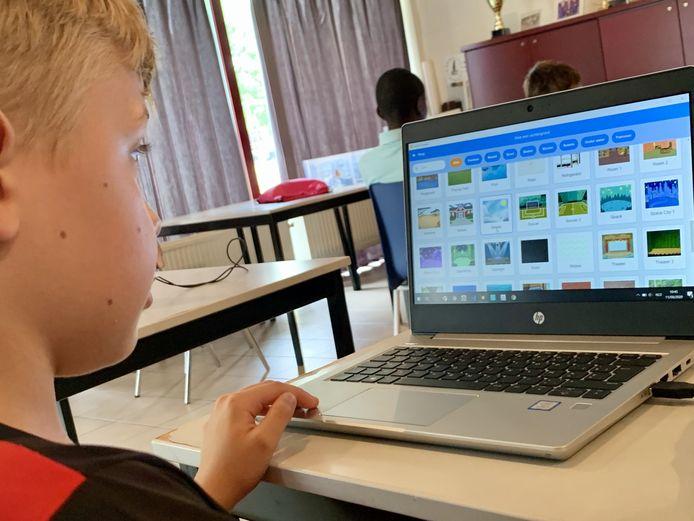 De Rumstse zomerschool werkt de ICT-achterstand van leerlingen al spelenderwijs weg.