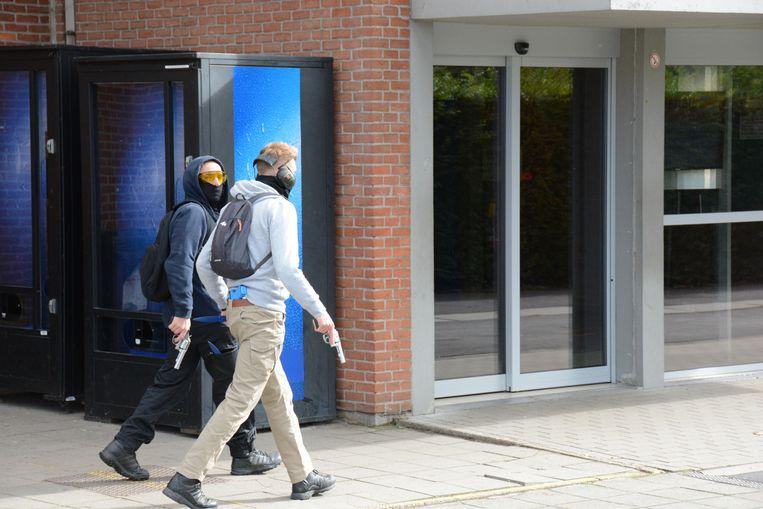 Twee 'schutters' drongen vanmiddag de school binnen