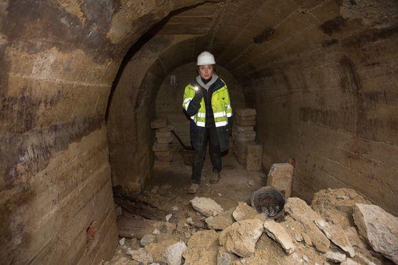 Archeologe Jill Clerx onderzoekt de onaangeroerde schuilkelder uit WO II