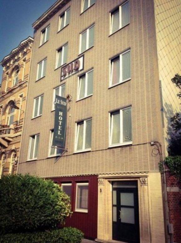 Het omstreden rendez-voushotel  Le Sud ligt achter het Museum voor Schone Kunsten.