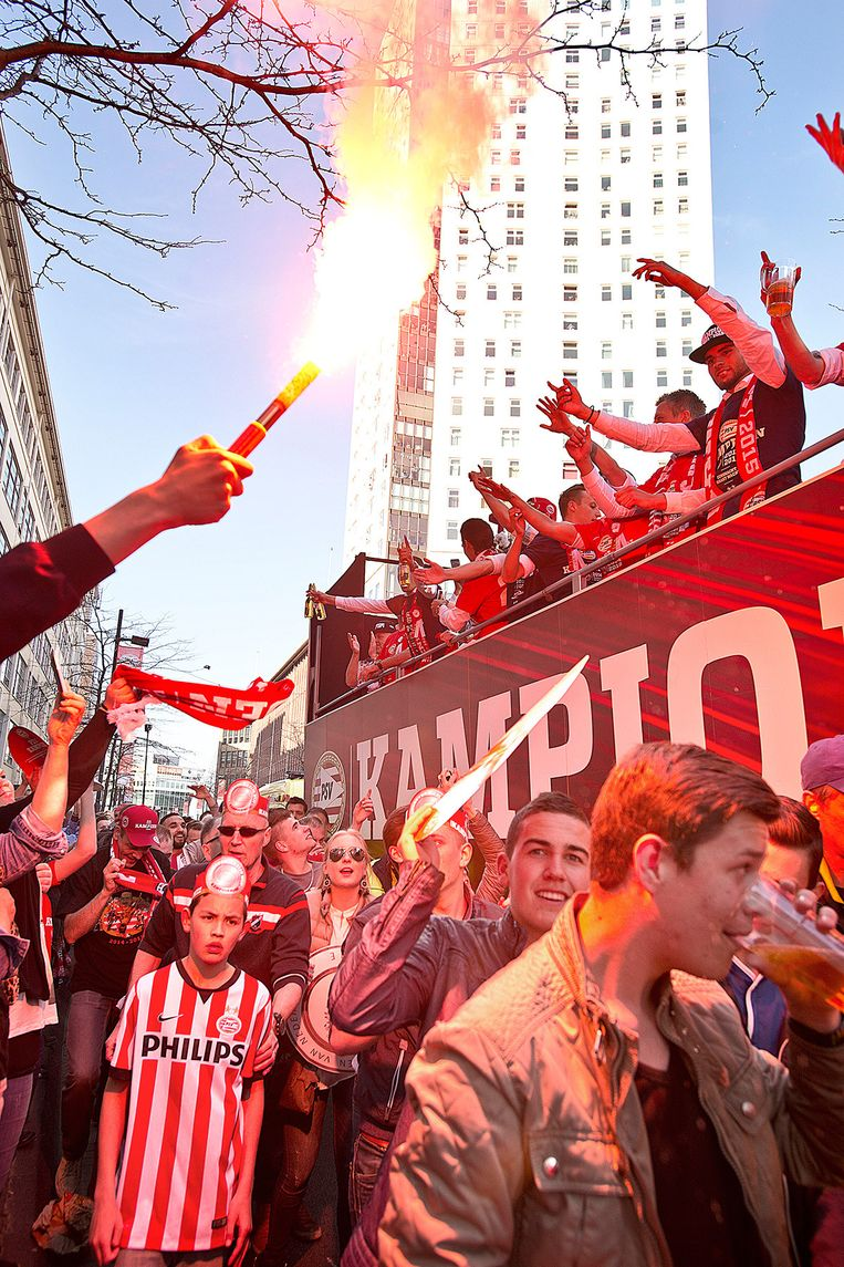 De huldiging van PSV in Eindhoven. Beeld Guus Dubbelman / de Volkskrant