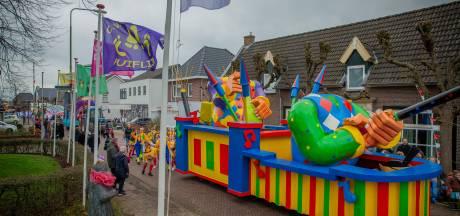 Carnavalsoptochten in Maas en Waal: lawaai, boeren en onthoofdingen