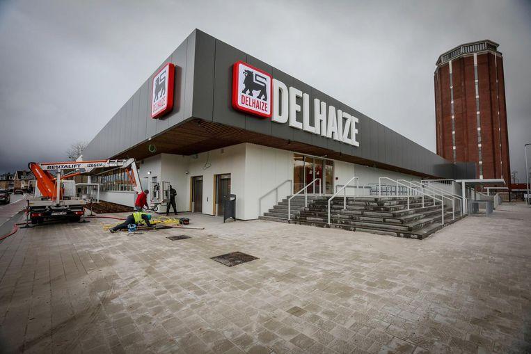 De nieuwe Delhaize op de winkelsite bij de watertoren in Sint-Kruis.