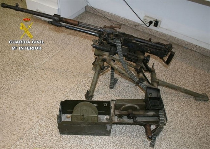 Een van de in beslag genomen wapens is een machinegeweer van Spaanse makelij.