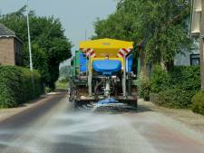 Geldermalsenaren geloven hun ogen niet: gemeente strooit in hartje zomer