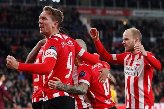 Luuk de Jong viert de 1-0.
