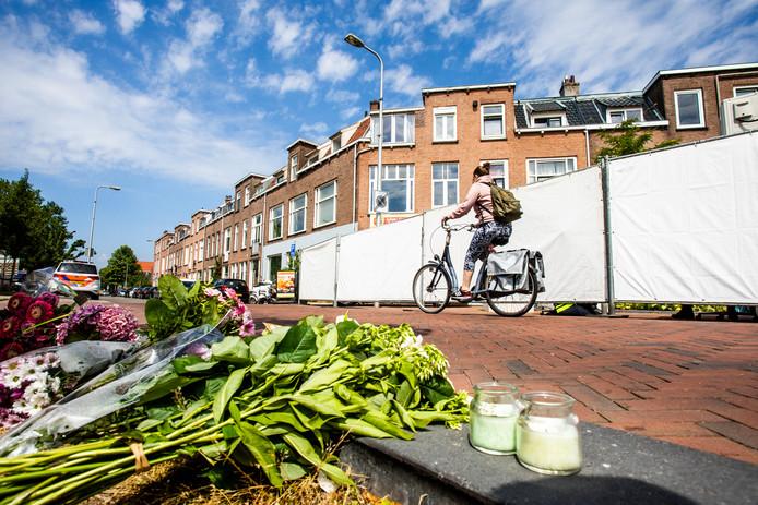 Bloemen voor het huis aan de Bosboomstraat in Utrecht waar de 24-jarige Laura Korsman om het leven werd gebracht.