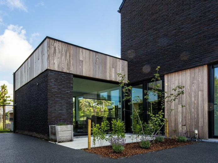 « On avait tous les deux une préférence pour un style architectural moderne aux tons chauds. Tant pour la finition de l'extérieur que de l'intérieur de notre maison. »