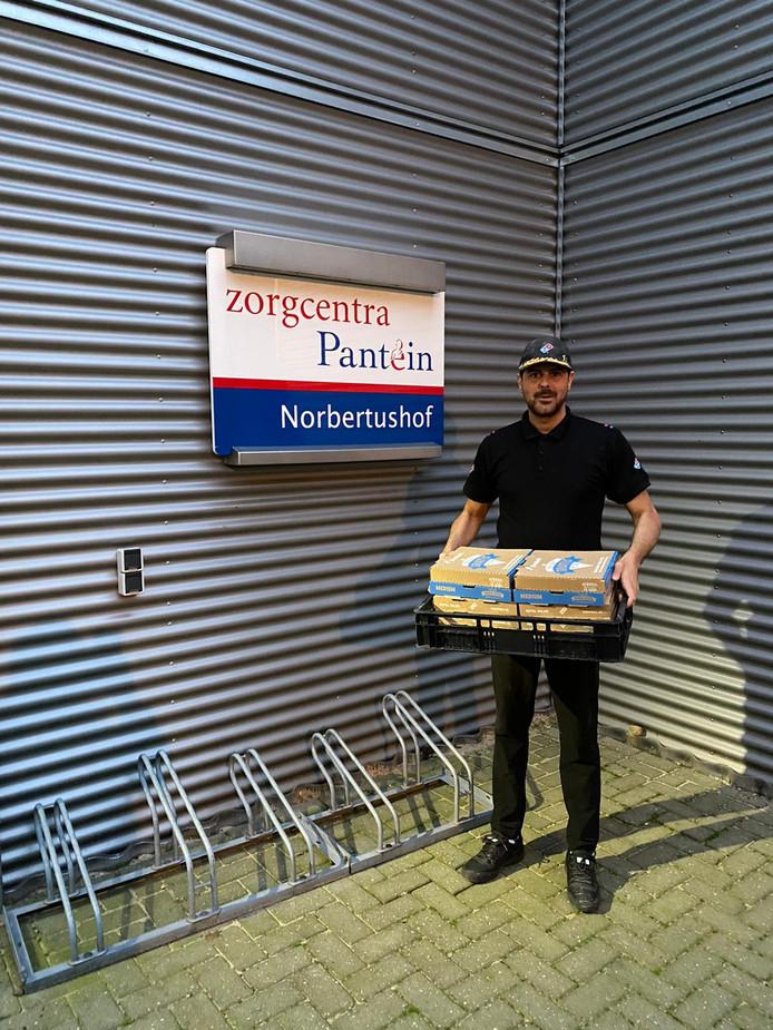 Het bezorgen van de pizza's in het Land van Cuijk.