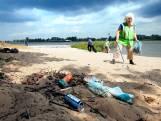 Honderden peuken, blikjes en dopjes bij de rivier: 'Ze' ruimen het wel op, toch?