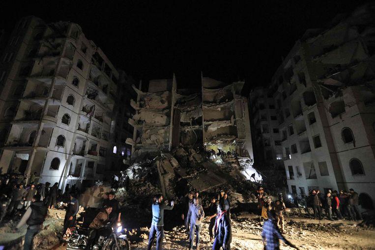 Bij een explosie in Idlib, een stad in het noordwesten van Syrië in handen van de jihadisten, zijn gisteren minstens negentien mensen, onder wie dertien burgers, om het leven gekomen.
