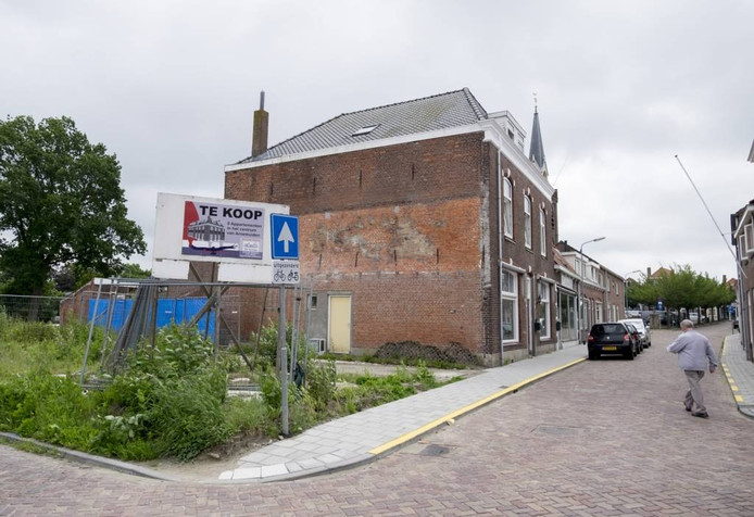 Op de locatie van het afgebrande Chinese restaurant aan de Noordstraat moeten zes appartementen komen.