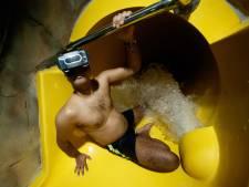 Vliegend door de sterren van de waterglijbaan, virtual-reality primeur voor Bredaas zwembad