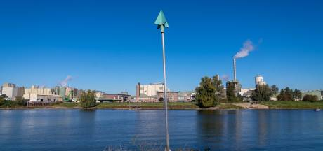 Wie zijn tuinzwembad wil vullen, krijgt een waarschuwing. Maar hoe zit het met de Gelderse grootverbruikers van water?