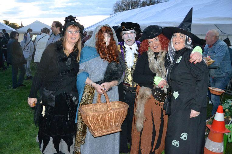 De heksen deden ook een dans.