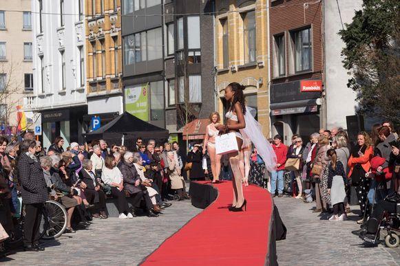 Heel wat bekijks op de catwalk van een vorige editie van 'Mortsel Showt!'.