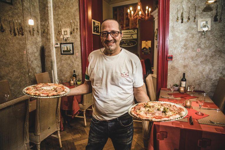 Giuseppe Guglielmi met twee van de beste pizza's in Oost-Vlaanderen.