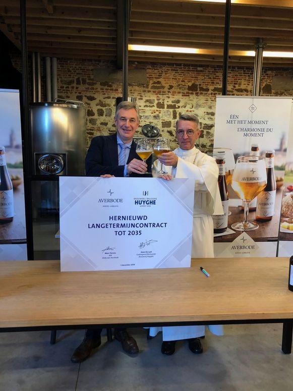 De CEO van brouwerij Huyghe en abt Marc Fierens.