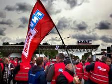 Oproep tot nieuwe stakingen bij DAF en ASML