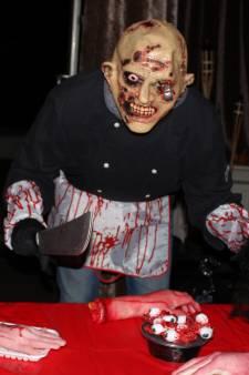 Wie durft? Spareribs van horrorchef Alex 'de slachter' kun je pas ophalen na afleggen van griezelparcours