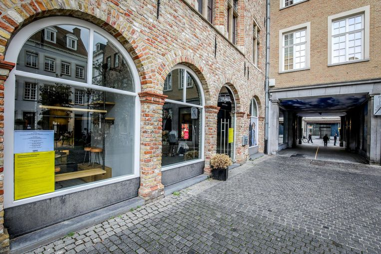 In het Zilverpand, al jaren een probleem, staan 7 panden leeg. De Zweedse modeketen COS gelooft er blijkbaar wel in. Zij willen vier leegstaande panden inpalmen om er in mei 2019 een vestiging op te starten.