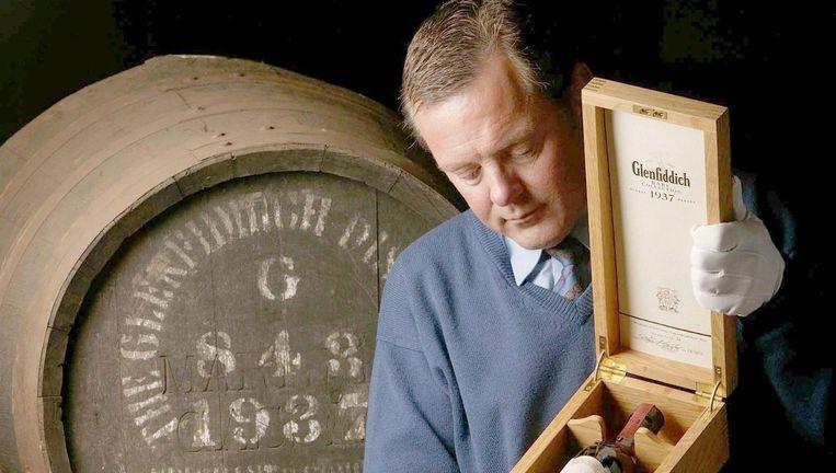 Archiefbeeld van een fles van Glenfiddich Rare Collection 1937, 's werelds oudste single malt. Beeld anp