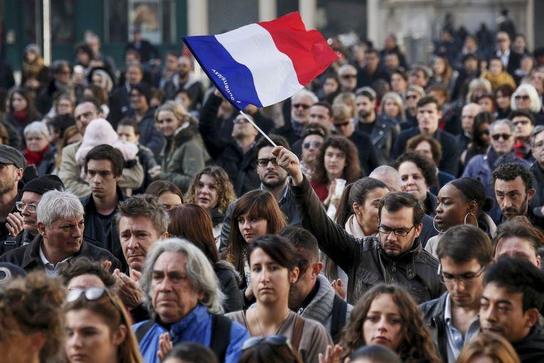 Frankrijk: een minuut stilte bij een herdenking van de Parijse aanslagen in Lyon Beeld Reuters