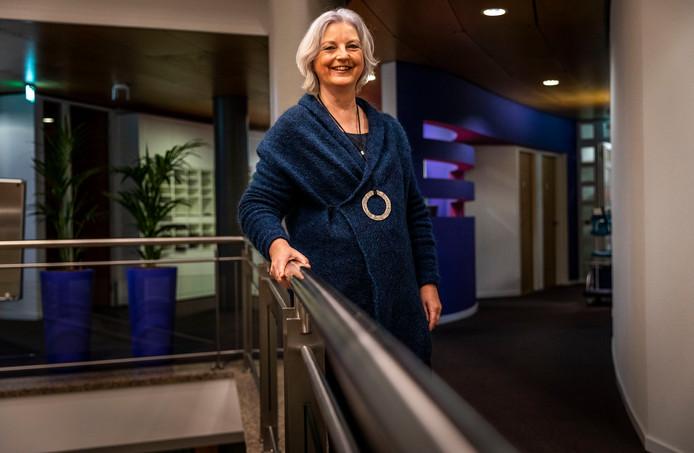 Wethouder Mieke Theus in het gemeentehuis van Valkenswaard.