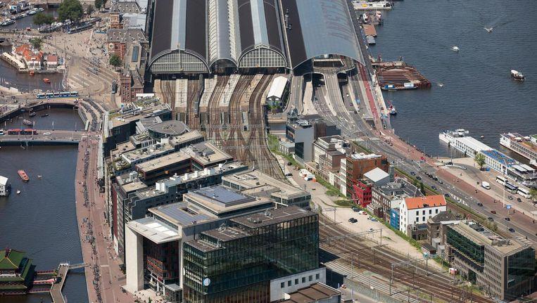 Amsterdam onbewolkt: het Centraal Station Beeld Peter Elenbaas