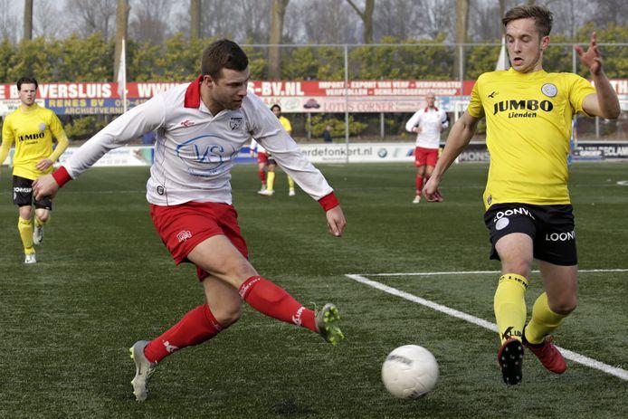 Kars Vierwind (L) bezorgde zijn ploeg vanaf de stip in blessuretijd alsnog een punt (archieffoto)
