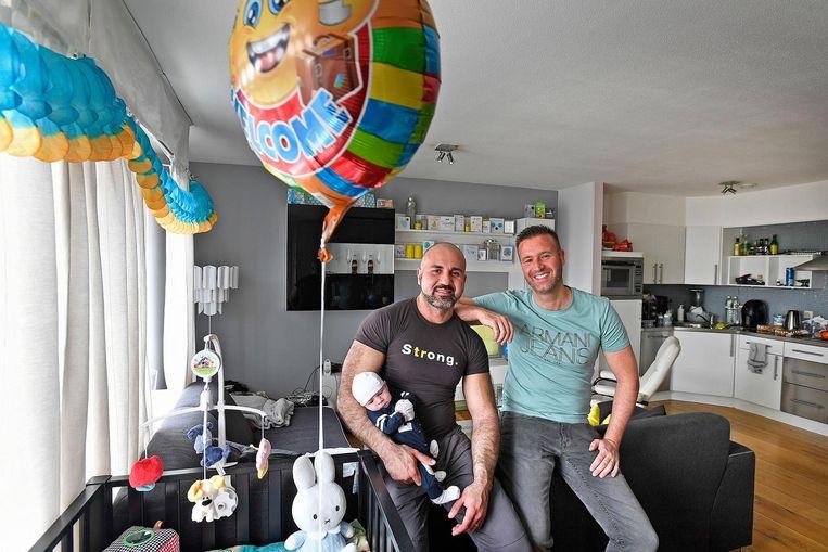Baby Milan is gearriveerd in Amsterdam. Beeld Guus Dubbelman / de Volkskrant