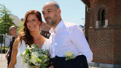 Burgemeester Marianne Verhaert stapt onder stralende zomerzon in het huwelijksbootje