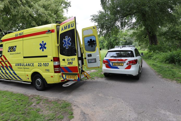 Man door omstanders uit Dommel gered in Eindhoven.