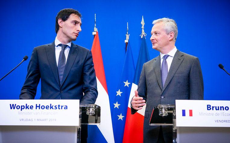 Minister Wopke Hoekstra van Financien en zijn Franse ambtgenoot Bruno Le Maire geven een persconferentie, vorig jaar.  Beeld null
